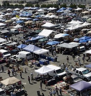 Over 20 Acres Of Collectibles Home Decor Vintage Clothing Jewelry Antiques Bargain Prices Rain Or Shine Long Beach